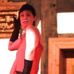 Heike Scholl-Braun singt den Neandertaler